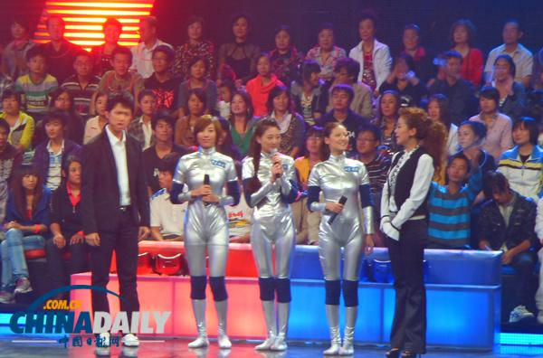 明骏女孩美女上演新版央视v女孩智斗燕小六做武林找女朋友个图片