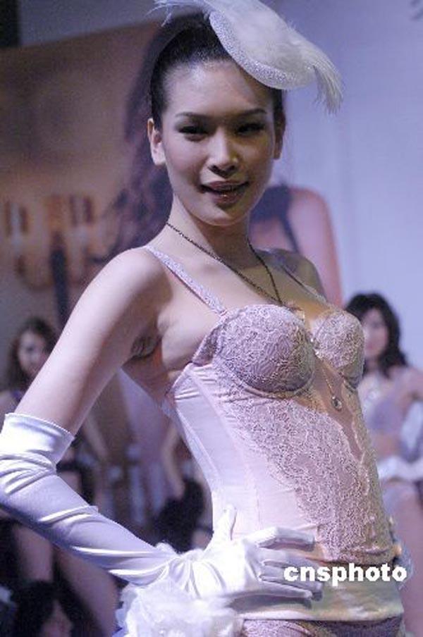 模特佟晨洁宣布与谢晖离婚 7年之痒难迈过