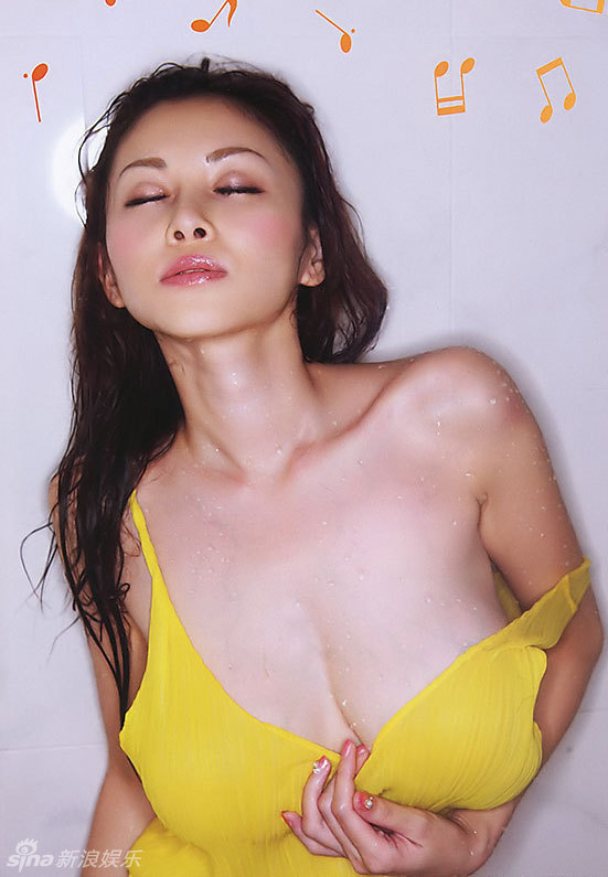 巨乳美臀_短发美女凯竹美臀巨乳写真