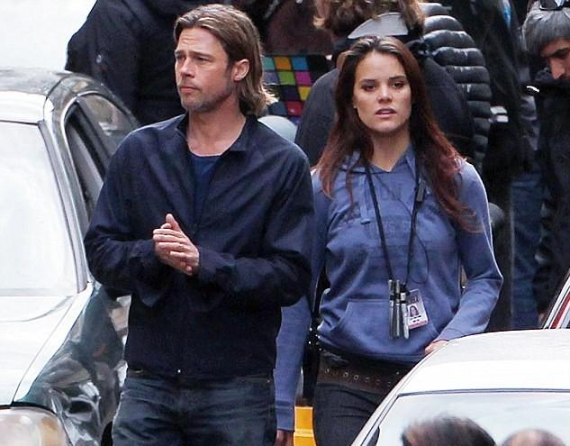 女助手跟班皮特拍摄《僵战》 朱莉奔赴格拉斯