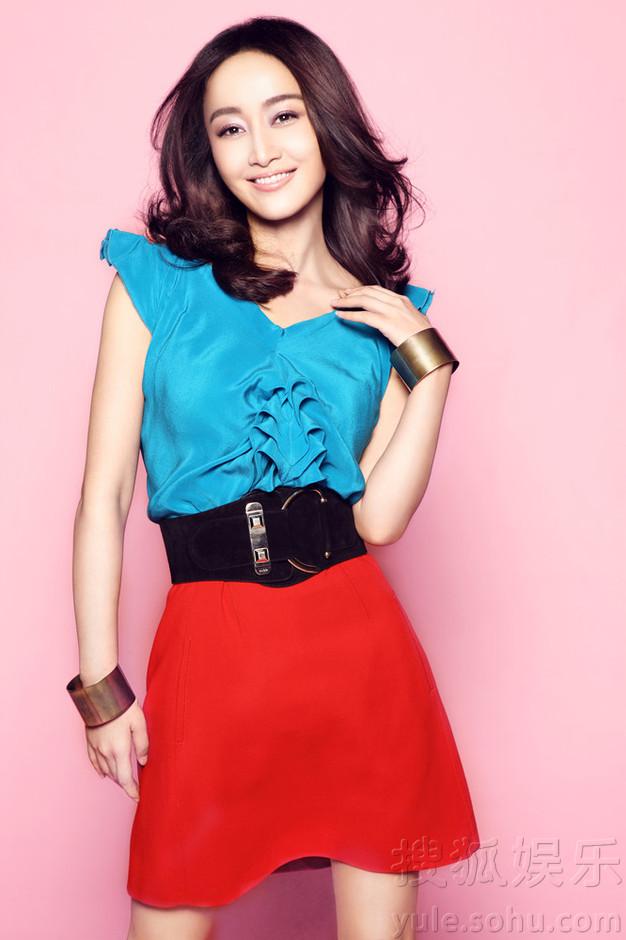 高清:赵子琪大胆撞色写真 时尚熟女秀出欧美范儿 - 时尚中国