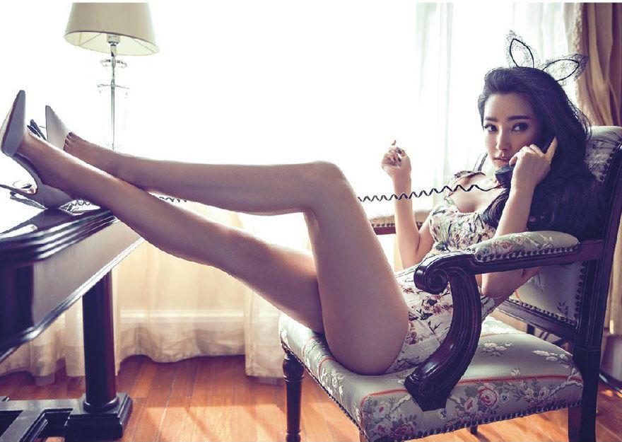 李冰冰封面大片 露美腿秀性感身材高清图
