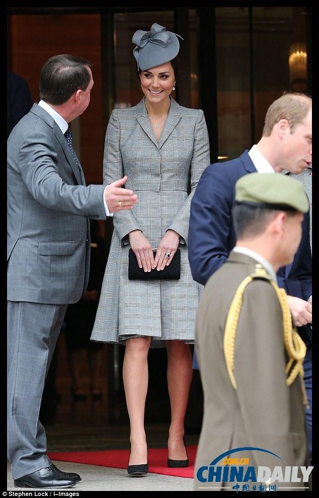 凯特/凯特王妃怀二胎后首亮相小腹凸起踩高跟鞋