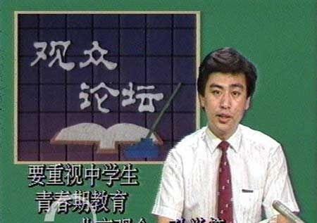视十大主持人首次出镜青涩照 朱军说相声杨澜