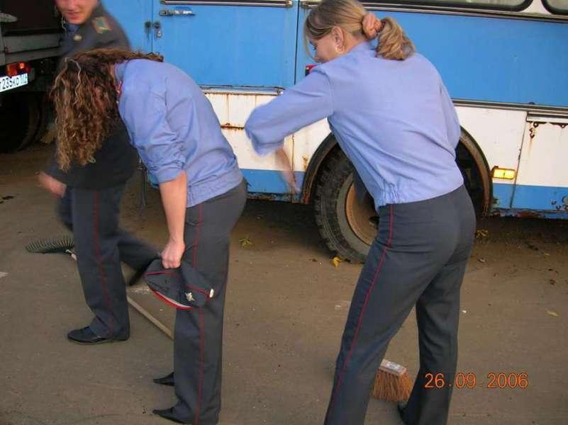 一男拥二女:俄罗斯警校美女真开放 中国日