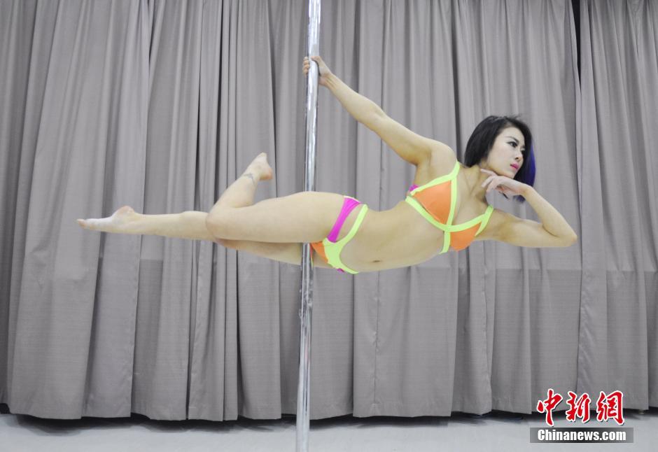 钢管舞队美女备战世锦赛 中国日报网