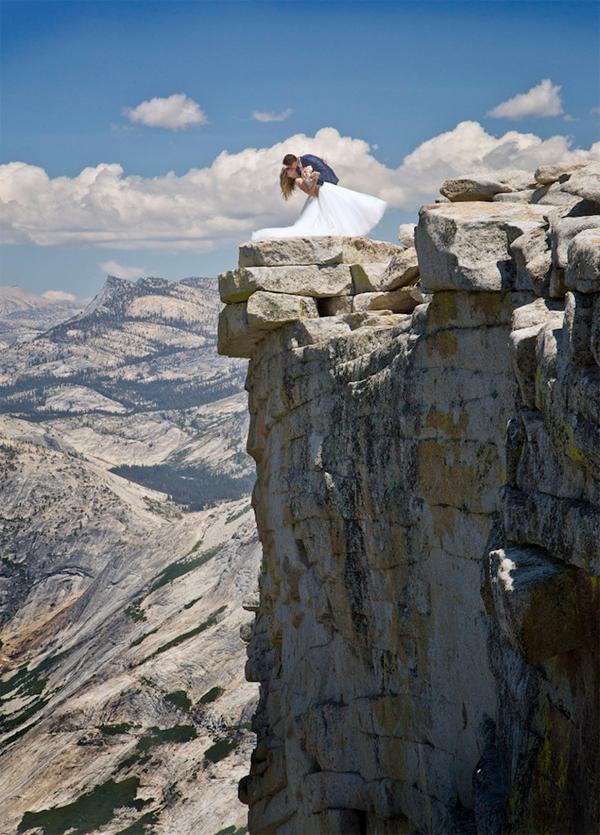 摄影师克服恐高症 登半穹顶为新人拍绝美婚纱照
