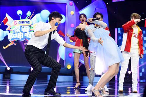 谢娜与张杰结婚视频_张杰谢娜结婚5周年合唱 《偶滴歌神啊3》狂秀恩爱[3]- 中国日报网