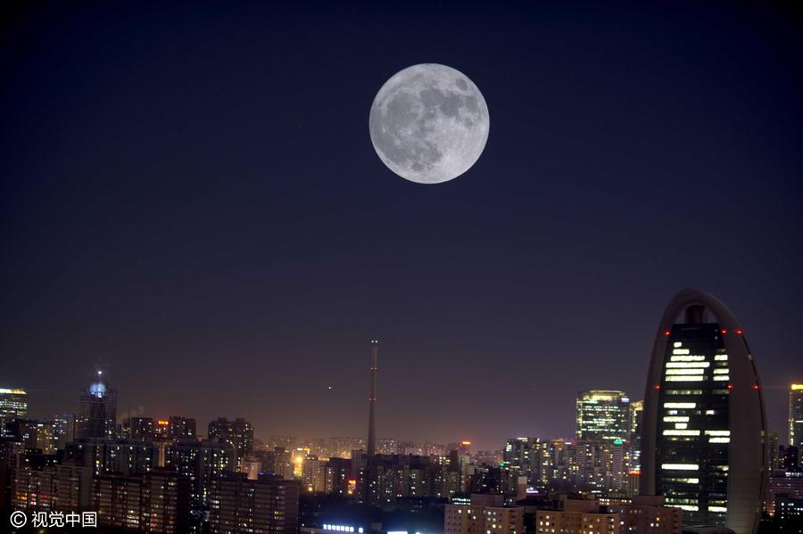 西太原双塔寺上的超级月亮