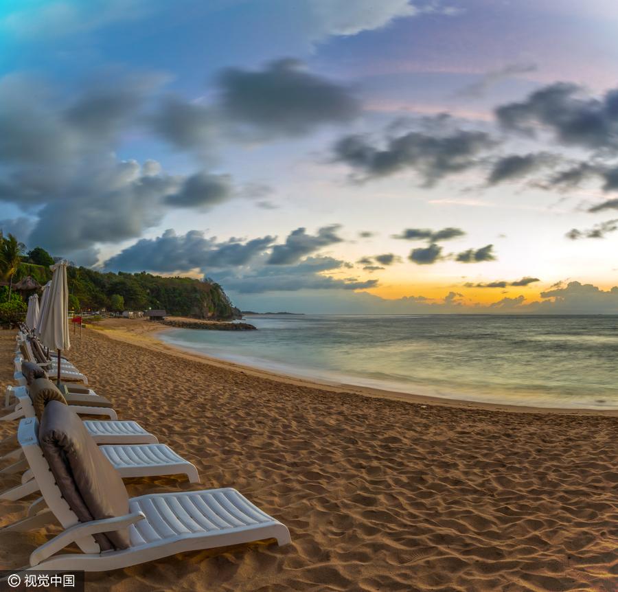 除了碧蓝清澈的海水,巴厘岛热带雨林景观也虏获了不少游人的心.