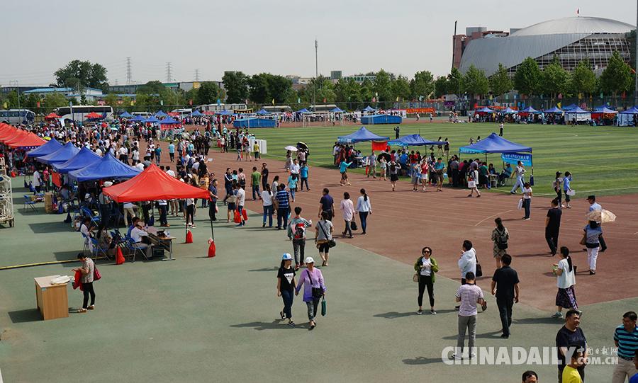 2017北京高校高招咨询会举行 吸引考生及家长近万人次