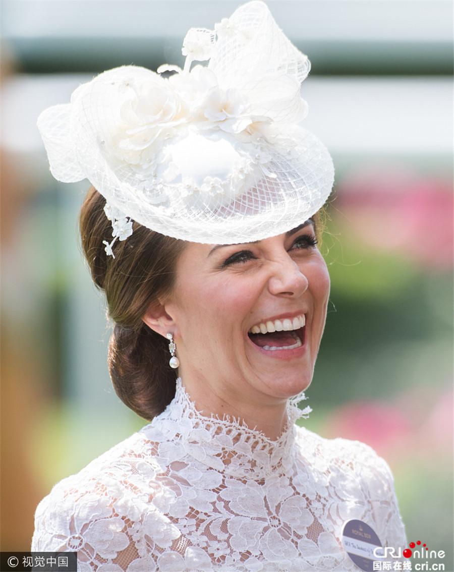 凯特蕾丝a蕾丝开心赛马王妃裙配小礼帽无意中情趣内衣买女朋友发现吗过现身图片