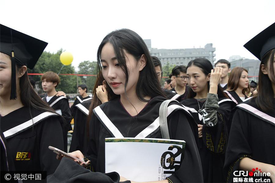 2017年7月4日讯,北京,7月4日北京电影学院举行2017届本专科毕业典礼图片