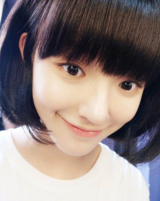 林允夏日剪短发清爽可爱 大眼睛齐刘海萌似学生妹