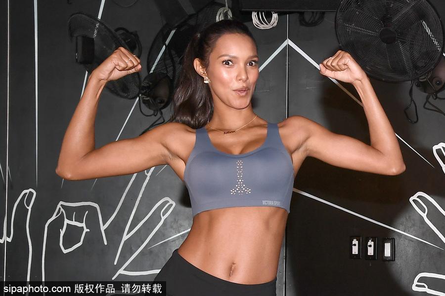 维密天使纽约健身房训练 超模莱斯·里贝罗挥