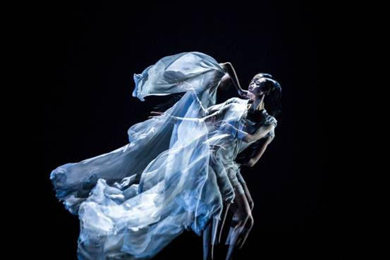 舞蹈剧场《一刻》于11月21、22日在美琪大剧院进行了上海站公演