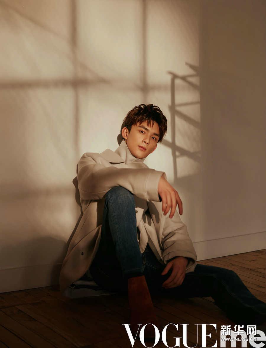 吴磊纽约时装周大片 光影交错彰显少年成熟气息
