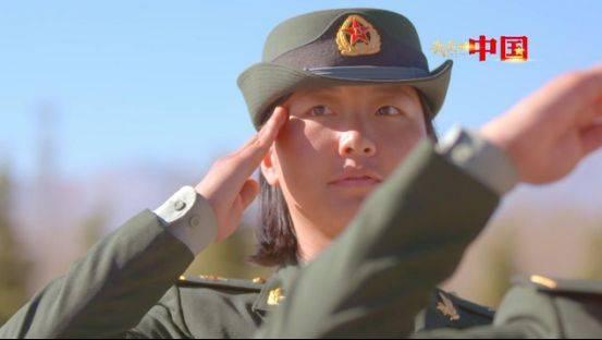 巾帼不让须眉!90后准空姐转型青藏高原女炮兵