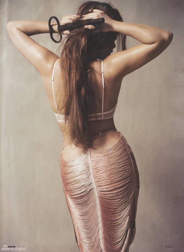组图:女星维多利亚《FHM》吊带丝袜曲线迷人