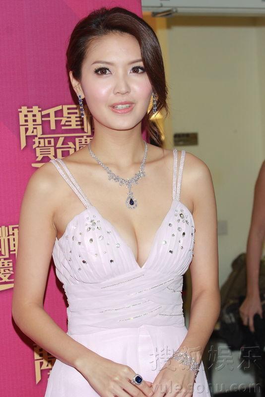 TVB贺台庆 女星性感亮相尽露事业线