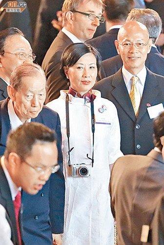 传成龙获委任全国政协委员 汪明荃将引退