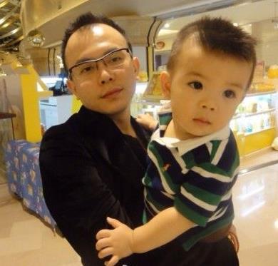 刘涛/王珂抱儿子出镜