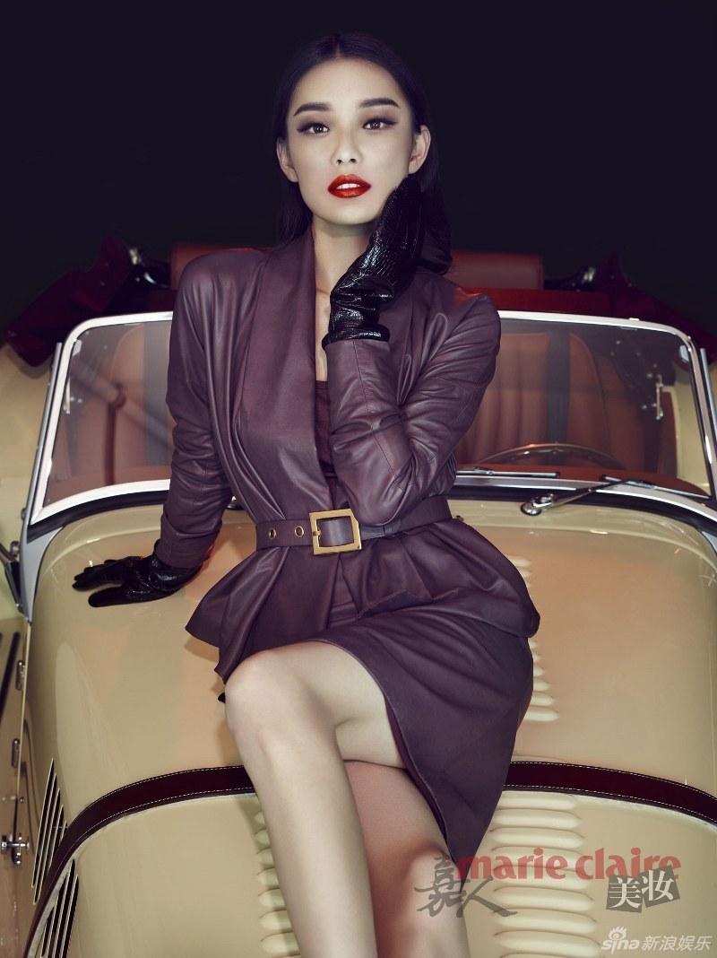 倪妮 范儿/近日,倪妮为《嘉人美妆》拍摄的一组妩媚封面曝光。