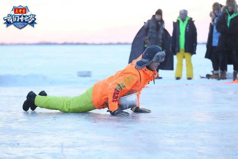 《我们十七岁》水中霸王孙杨冰湖搁浅 少年团