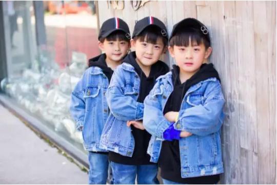 抖音上的三胞胎母亲:美好就是,一家五口拍抖音